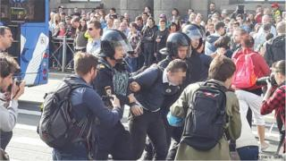 Санкт-Петербургда каршылык акциясына чыккандарды полиция күч менен таратты, 300 дөй адам кармалды,-дейт укук коргоочулар.