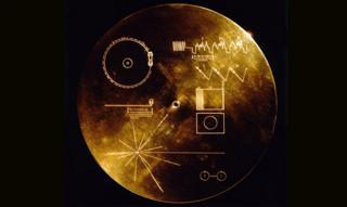 แผ่นบันทึกข้อมูลทองคำที่ส่งไปกับยานวอยเอเจอร์ 1 และ 2 เมื่อกว่า 40 ปีก่อน