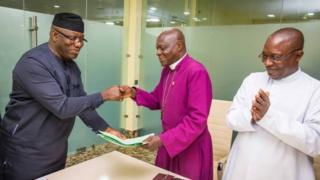 Gomina Kayọde Fayẹmi ati Biṣọbu ijọ Anglican ni Ekiti