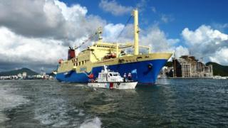 Tàu Coconut Princess đưa khách ra Hoàng Sa