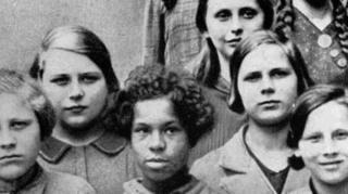 در سخنرانیهای علمی که در آکادمی دولتی نژاد و سلامت آلمان در رابطه با ژنتیک انجام میشد از این تصویر استفاده میکردند