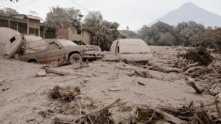 Cars and trucks jumbled up and covered with ash in San Miguel Los Lotes in Escuintla, Guatemala (June 4, 2018)