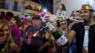 البلدة الإسبانية التي تحتفل ببداية العام الجديد في شهر أغسطس