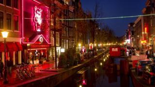 Amsterdam'da genelevlerin bulunduğu 'Red Light District' (Kırmızı Fener Sokağı)