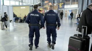 финская полиция в аэропорту Вантаа