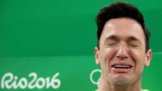 Diego Hypólito se emociona após ganhar medalha de prata na Rio 2016