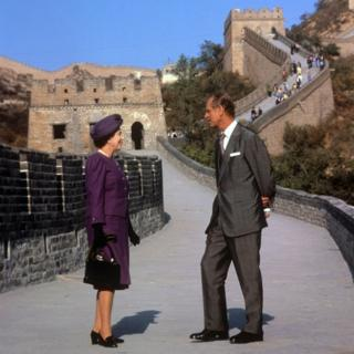 Queen Elizabeth II and the Duke of Edinburgh at the Bedaling Pass, on the Great Wall of China, on the third day of their state visit to China