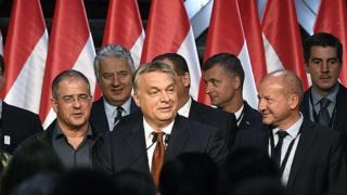 オルバン首相はEU指導者らに対し投票結果に関心を払うよう求めた(2日、ブダペスト)