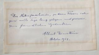 A note written by Albert Einstein to Italian chemistry student Elisabetta Piccini in Florence, Italy, in 1921.