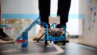 रोबोटिक्स, शेनज़ेन, चीन, हार्डवेयर हब ऑफ़ द वर्ल्ड, चीन की सिलीकॉन वैली, दुनिया में हार्डवेयर का केंद्र