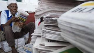 Mzee akisoma gazeti