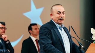 Dışişleri Bakanı Mevlüt Çavuşoğlu, kürsüde konuşma yapıyor.