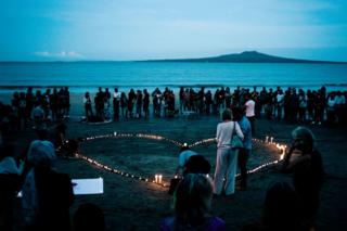 Crowds gather on Takapuna beach, for a vigil in memory of the victims of the Christchurch mosque terror attacks, New Zealand, March 2019