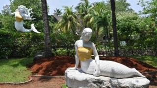 Статуї русалок