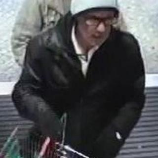 Footage of a suspect in a supermarket near Konstanz who police are eager to trace
