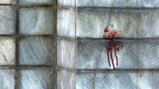 خون بر دیوار