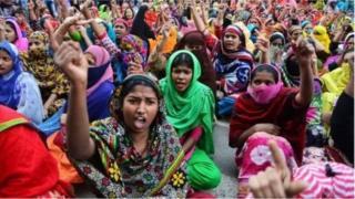 গত কয়েকদিন ধরে বাংলাদেশে শ্রমিকরা বিক্ষোভ করছে
