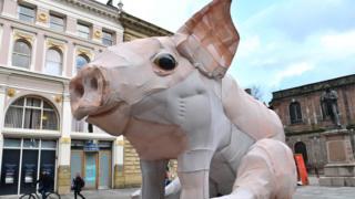 giant piglet sculpture