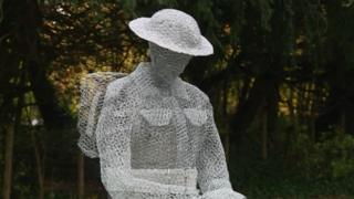 Sculpture of soldier