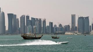 قالت الحكومة القطرية إن الإمارات نفذت سلسلة من الإجراءات التمييزية ضد القطريين