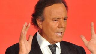 Spanish singer Julio Iglesias attends a press conference to promote his concert at Regent Hotel in Beijing, China, 1 April 2013