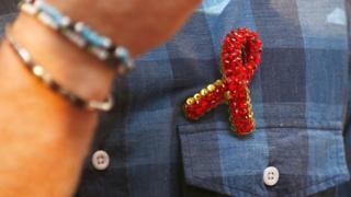 روبان قرمز کمپین مبارزه با اچآیوی