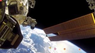 سباحة في الفضاء