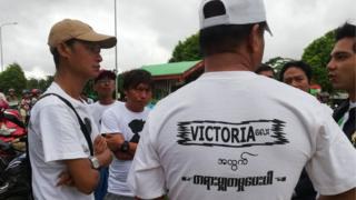 ဗစ်တိုးရီးယားအမှု တတိယအကြိမ်ရုံးချိန်းကို စုဝေးရောက်လာကြသူများ