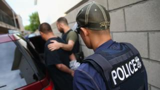 Detención efectuada por agentes del ICE
