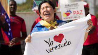 жительница Венесуэлы во время протестов