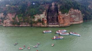Tourist boats next to the Leshan Buddha in February