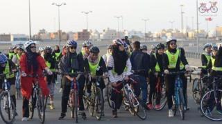 47 فتاة تشارك في السباق الذي بلغ طوله 10 كيلومترات