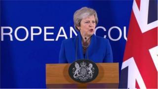 Theresa May est critiquée même dans son propre parti à cause du Brexit, le processus de retrait du Royaume-Uni de l'UE.
