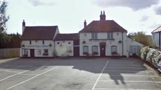 Red Lion pub in Oakley Green