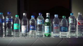 瓶裝水裏發現大量塑料顆粒