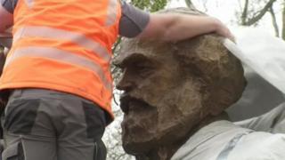 Các quan chức thị trấn Trier tranh cãi hơn hai năm qua về việc chấp nhận bức tượng này