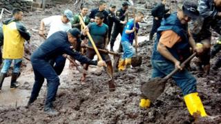 Rescatistas trabajan en Manizales
