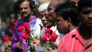 Bangladeshi social activists wait to pay their last respects to blogger Avijit Roy