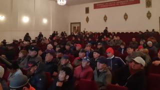 Мухаммедкалый Абылгазиев парламентте сүйлөгөн сөзүндө «Кыргызстандагы ЮрАзия» компаниясынын техникалары кендин аймагынан чыгарылып жатканын айткан