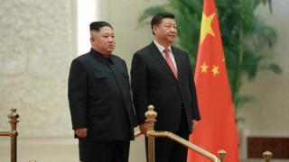 북한 노동신문은 10일 김정은 위원장의 4차 방중 사진을 지면에 보도했다