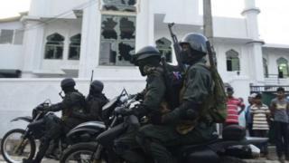 پلیس اعلام کرده است که حداقل ۶۰ نفر از جمله رهبر یک گروه بودایی تندرو را در ارتباط با حملات روز دوشنبه دستگیر کرده است
