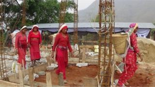 नुवाकोटमा पुनर्निर्माणमा खटिएका महिला
