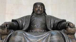 Una estatua de Gengis Kan