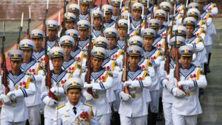 Hải quân Việt Nam diễu binh trong buổi lễ tiếp đón Chủ tịch Trung Quốc Tập Cận Bình hồi tháng 11/2017