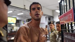 Hakeem al-Araibi being escorted to a courtroom in Bangkok (file photo 4 February)
