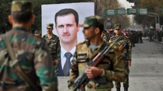 أفراد من الجيش السوري في مدينة حلب