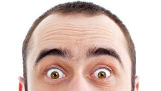 Быстрое вскидывание бровей может помочь сформировать хорошее первое впечатление. Только не забудьте улыбнуться, иначе будете выглядеть странно