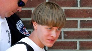 Dylann Roof cuando fue llevado a la corte en Shelby, Carolina del Norte en junio de 2015.