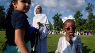 Beberapa Muslim merayakan Idul Fitri di Pittsburgh, Pennsylvania.