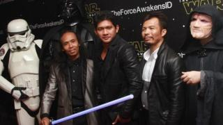 Image of Indonesian actors at premiere of Star Wars: The Force Awakens - December 2015